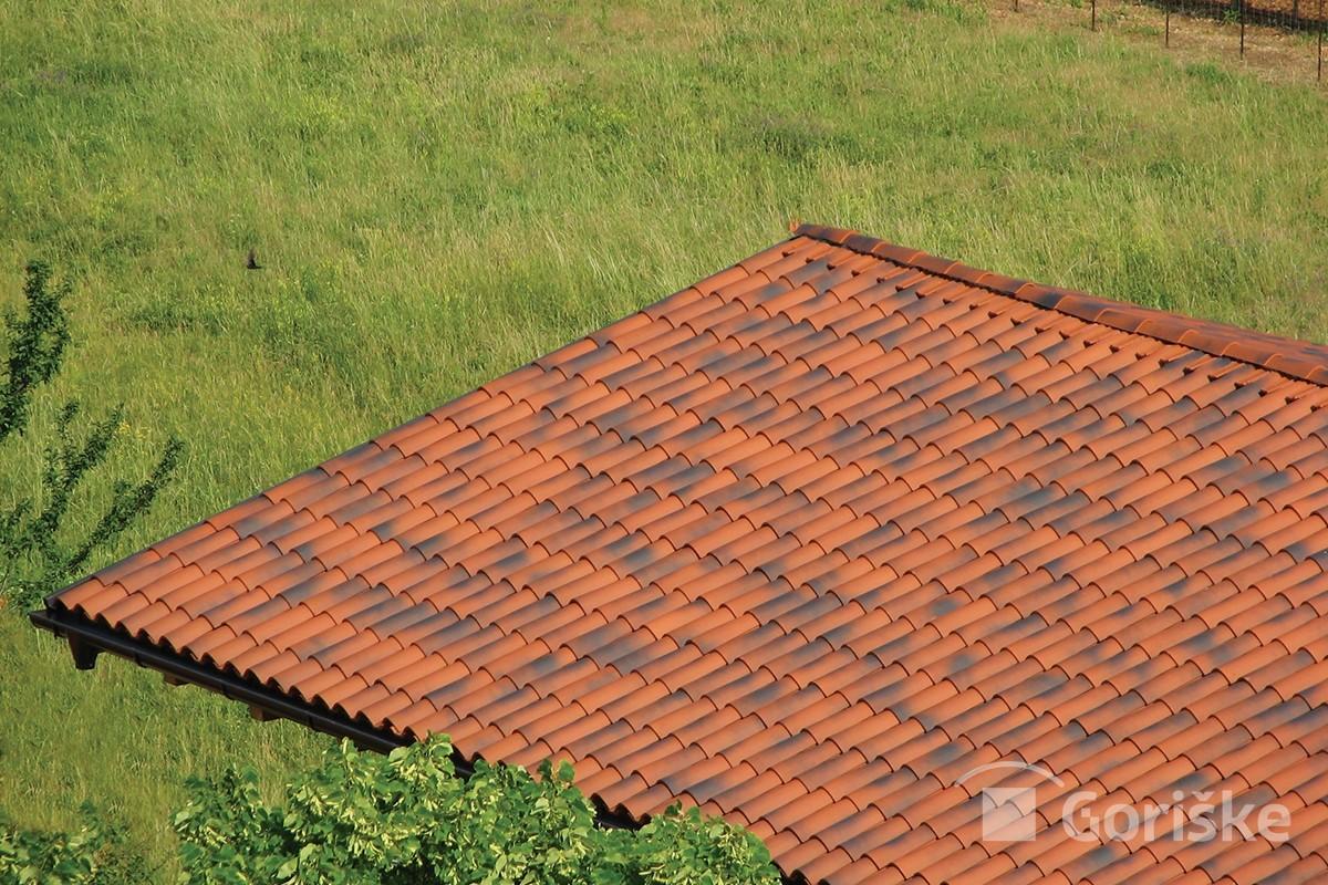 Sela na Krasu - antique clay roof tiles