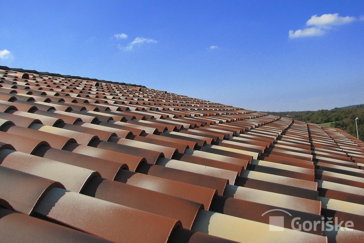 Primorska type of clay roof tiles