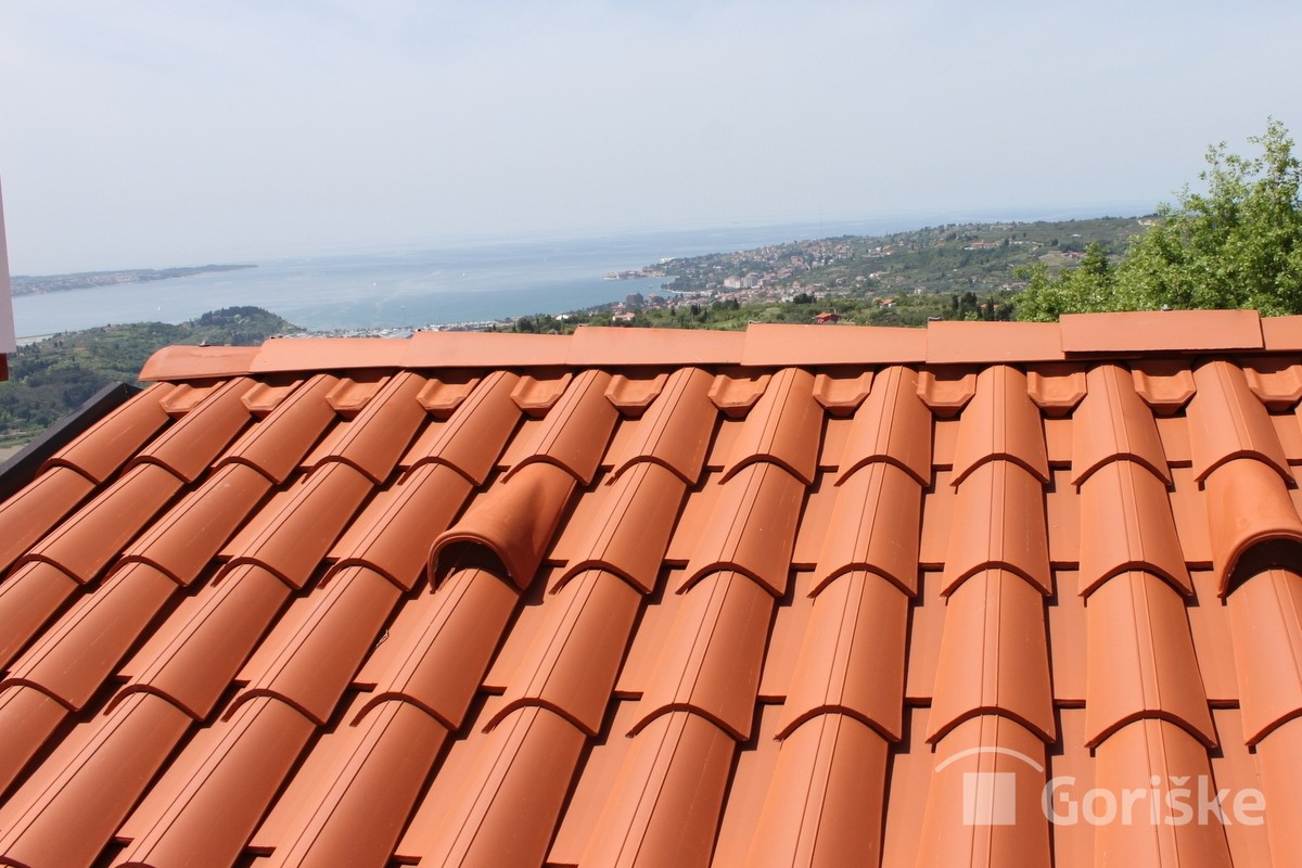 Malija – clay roof tiles with lines